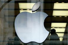 <p>Immagine d'archivio del logo di Apple. REUTERS/Dylan Martinez/Files</p>