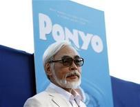 """<p>El director japonés Hayao Miyazaki posa durante una función especial del filme animado """"Ponyo"""" en el teatro El Capitan en Hollywood, California, jul 27 2009. REUTERS/Mario Anzuoni (UNITED STATES)</p>"""