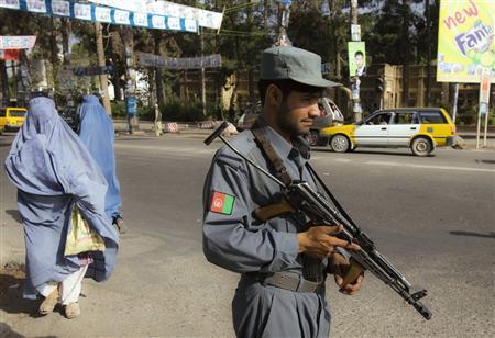 An Afghan policeman stands guard along a street in Herat, western Afghanistan, August 11, 2009. REUTERS/Raheb Homavandi