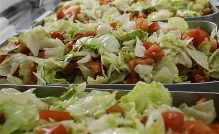 Salads are prepared in Mostoles, south of Madrid, March 20, 2009. REUTERS/Susana Vera