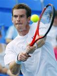 <p>Andy Murray da Grã-Bretanha jogando contra o espanhol Juan Carlos Ferrero. 13/08/2009. REUTERS/Shaun Best</p>