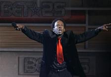 "<p>Singer Bobby Brown performs at the taping of ""25 Strong: The BET Silver anniversary celebration"" at the Shrine auditorium in Los Angeles on October 26, 2005. REUTERS/Mario Anzuoni</p>"