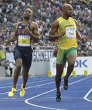 <p>Atletas Tyson Gay, dos Estados Unidos, e Asafa Powell, da Jamaica, durante semi-final dos 100 metros rasos no Mundial de Atletismo em Berlim. REUTERS/Michael Dalder</p>