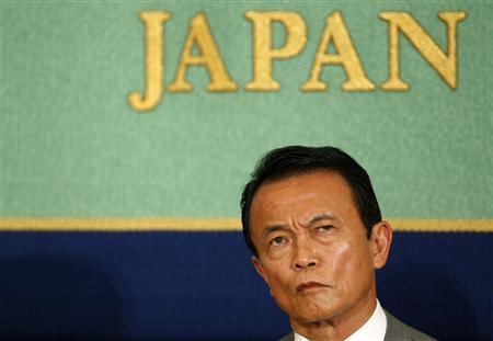 Japanese Prime Minister Taro Aso, who is also Japan's ruling Liberal Democratic Party leader, reacts to main opposition Democratic Party leader Yukio Hatoyama during a debate session with other parties leaders in Tokyo August 17, 2009. REUTERS/Toru Hanai