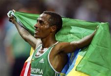 <p>O etíope Kenenisa Bekele se juntou a seu compatriota Haile Gebrselassie como quatro vezes campeão mundial dos 10.000 metros nesta segunda-feira, ao vencer com uma habitual arrancada na volta final no Estádio Olímpico de Berlim. REUTERS/Phil Noble (GERMANY SPORT ATHLETICS)</p>