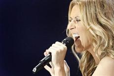 <p>Imagen de archivo de la cantante canadiense Celine Dion en Quebec, 22 ago 2008. La solista canadiense Celine Dion está embarazada de su segundo hijo, luego de someterse a un tratamiento de fertilidad en una clínica de Nueva York, dijo el martes su portavoz. REUTERS/Mathieu Belanger</p>