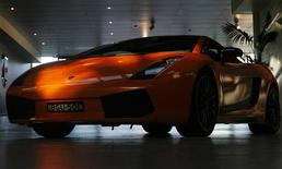 <p>An orange Lamborghini Gallardo is seen at Australia's Supercar Club in Sydney August 13, 2009. REUTERS/Daniel Munoz</p>