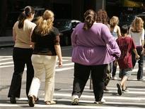 <p>Una donna obesa attraversa la strada. REUTERS/Lucas Jackson/Files</p>