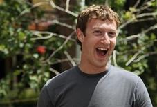 <p>La red social en Internet Facebook está tratando de incrementar su personal hasta un 50 por ciento este año, dijo su presidente ejecutivo Mark Zuckerberg a Bloomberg en una entrevista fechada el 20 de agosto. REUTERS/Rick Wilking/Archivo</p>