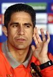 <p>O lateral-esquerdo brasileiro Sylvinho, de 35 anos, assinou contrato de um ano com o Manchester City nesta segunda-feira. REUTERS/Toby Melville (BRITAIN SPORT SOCCER)</p>