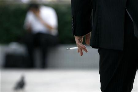 A man holds a cigarette in Tokyo, August 3, 2009. REUTERS/Stringer