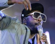 <p>will.i.am dei Black Eyed Peas in concerto al Montreux Jazz Festival. REUTERS/Denis Balibouse</p>