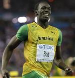 <p>Usain Bolt da Jamaica comemora após vencer os 200 metros em Berlim. 20/08/2009. REUTERS/Michael Dalder</p>