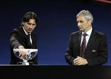 <p>Un momento del sorteggio della Champions League. REUTERS/Sebastien Nogier</p>