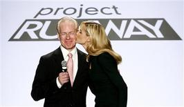<p>Host Heidi Klum (R) kisses guest judge Tim Gunn during the taping of the season finale of Project Runway during New York Fashion Week September 12, 2008. REUTERS/Keith Bedford</p>
