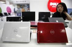 <p>Las acciones de Dell Inc llegaron a subir hasta un 10 por ciento el viernes, después que varias corredurías subieron su precio objetivo para el fabricante estadounidense de computadoras por su sólido desempeño trimestral, producto de señales de recuperación en la demanda de los consumidores. REUTERS/David Gray</p>