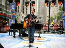 <p>'American Idol' winner Kris Allen performs on NBC's 'Today' show in New York May 28, 2009. REUTERS/Brendan McDermid</p>