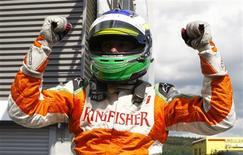 <p>Giancarlo Fisichella, da Force India, comemora pole position no GP da Bélgica.29/08/2009.REUTERS/Francois Lenoir</p>