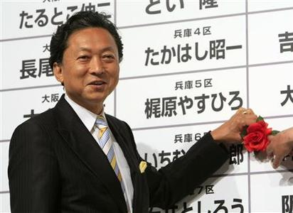 Japan's main opposition Democratic Party leader Yukio Hatoyama places a marker on a winning candidate's name, as results start to come in for Japan's lower house election, at the Democratic Party of Japan election headquarters in Tokyo August 30, 2009. REUTERS/Kim Kyung-Hoon