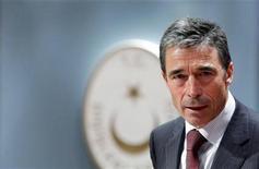 <p>Генсек НАТО Андерс Фог Расмуссен общается с журналистами в Анкаре 28 августа 2009 года. В отношениях НАТО и России уже заметны положительные сдвиги, сказал в пятницу генеральный секретарь альянса Андерс Фог Расмуссен, сделавший укрепление связей с Россией своим высшим приоритетом. REUTERS/Umit Bektas</p>