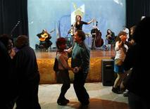 <p>Patients dance the tango on the fourth floor of the Borda Hospital, Buenos Aires' largest psychiatric hospital, as singer Dolores Sola (back) performs in Buenos Aires August 26, 2009. REUTERS/Marcos Brindicci</p>