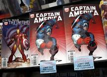 <p>Foto de archivo de historietas de la editorial Marvel en una tienda del rubro en Nueva York, 7 mar 2007.El grupo estadounidense Walt Disney Co anunció el lunes que adquirirá Marvel Entertainment Inc en cerca de 4.000 millones de dólares, con lo que sumará una colección de más de 5.000 personajes de historietas como Spider-Man, Iron Man y X-Men a su imperio de entretenimiento. REUTERS/Shannon Stapleton/Files</p>