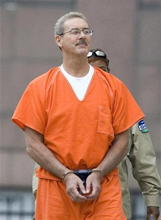 Texas billionaire Allen Stanford arrives at the Federal courthouse in Houston, in the custody of US marshalls, June 25, 2009. REUTERS/ Steve Campbell