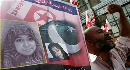 A Pakistani Islamist party activist chants slogans during a protest to show their solidarity with U.S.-trained neuroscientist Aafia Siddiqui during a demonstration in Karachi August 10, 2008. REUTERS/Athar Hussain