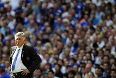 <p>Técnico do Chelsea, Carlo Anceloti, durante parte de sua equipe contra o Manchester United em Londres 09/08/2009 REUTERS/Dylan Martinez</p>