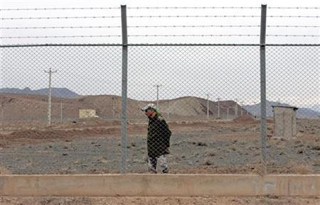 An Iranian soldier stands guard inside the Natanz uranium enrichment facility, 322km (200 miles) south of Iran's capital Tehran March 9, 2006. REUTERS/Raheb Homavandi