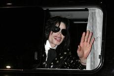 "<p>U.S. pop star Michael Jackson waves to fans as he leaves after the ""Premium VIP Party with Michael Jackson"" in Tokyo in this March 8, 2007 file photo. REUTERS/Kiyoshi Ota/Files</p>"