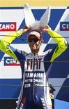 <p>O líder do MotoGP, Valentino Rossi, ampliou sua vantagem sobre o companheiro na equipe Yamaha Jorge Lorenzo ao vencer o Grande Prêmio de San Marino neste domingo, diante de sua torcida. Foi a sua sexta vitória na temporada. REUTERS/Giampiero Sposito (ITALY SPORT MOTOR RACING)</p>