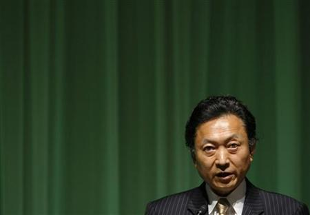Japanese Prime Minister-elect Yukio Hatoyama makes an opening speech at Asahi World Environment Forum 2009 in Tokyo September 7, 2009. Hatoyama said on Monday Japan will aim for a 25 percent cut in greenhouse gas emissions by 2020 compared with 1990 levels. REUTERS/Toru Hanai
