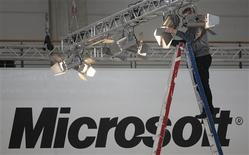 <p>Selon Microsoft, les autorités russes de la concurrence (FAS) n'ont constaté aucune infraction à la législation anti-monopoles concernant la réduction des livraisons du système d'exploitation Windows XP en Russie. /Photo d'archives/REUTERS/Hannibal Hanschke</p>