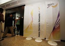 """<p>Les opérateurs télécoms """"continuent de sentir l'impact de la conjoncture"""", estime Mika Vehviläinen, directeur opérationnel de Nokia-Siemens Networks, qui table sur une baisse de 10% du marché des équipements télécoms en 2009. /Photo d'archives/REUTERS/Ahmed Jadallah</p>"""