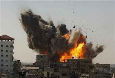 An explosion is seen after an Israeli air strike in Rafah in the southern Gaza Strip January 13, 2009. REUTERS/Ibraheem Abu Mustafa