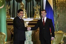 <p>Дмитрий Медведев и президент Туркмении Курбанкули Бердымухамедов (слева) на встрече в Москве 25 марта 2009 года. Россия и Туркмения попытаются наладить двусторонние отношения в ходе воскресного визита президента Дмитрия Медведева в среднеазиатскую страну, имеющую крупнейшие в регионе запасы природного газа и обхаживающую европейских покупателей, стремясь продать им свои энергоресурсы. REUTERS/Sergei Ponomarev</p>