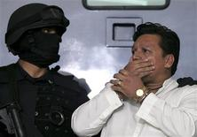 <p>Mexican Federal Police present to the media Jose Mar Flores Pereira from Bolivia accused of hijacking an AeroMexico plane in Mexico City, September 9, 2009. REUTERS/Jorge Dan Lopez</p>