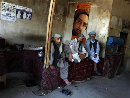Afghan men sit and chat in a tea house in Istalif, north of Kabul September 13, 2009. REUTERS/Ahmad Masood