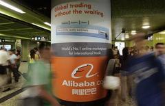<p>L'action du groupe chinois de commerce en ligne Alibaba.com a perdu plus de 11% de sa valeur mardi à la Bourse de Hong Kong après l'annonce de la vente par Yahoo de sa participation directe dans la société. /Photo d'archives/REUTERS/Bobby Yip</p>