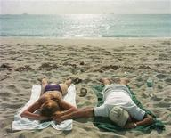 <p>Tourists enjoy a morning snooze on Miami Beach August 24, 1998. REUTERS/Colin Braley</p>