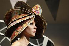 <p>A model displays a creation at the 2010 Spring/Summer collection Headonism show during London Fashion Week, September 18, 2009. REUTERS/Stefan Wermuth</p>