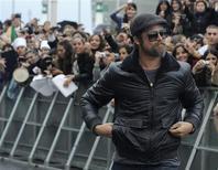 """<p>O ator Brad Pitt chega para abertura do Festival de Cinema de San Sebastian para promover """"Bastardos Inglórios"""". Ainda que seu filme sobre caçadores de nazistas não concorra na seleção oficial, a presença em San Sebastián de Quentin Tarantino e Brad Pitt sem dúvida marcará nesta sexta-feira a abertura do 57o Festival de Cinema de San Sebastián, que tem fama de premiar o cinema autoral.18/09/2009.REUTERS/Vincent West</p>"""