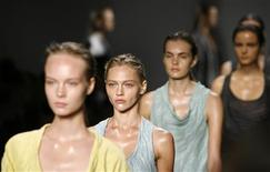 <p>Models present creations from the Calvin Klein Spring 2010 collection during New York Fashion Week September 17, 2009. REUTERS/Lucas Jackson</p>