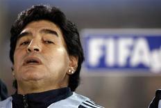 <p>Devedor ao fisco italiano, Diego Maradona tem brincos apreendidos REUTERS/Marcos Brindicci (PARAGUAY SPORT SOCCER)</p>