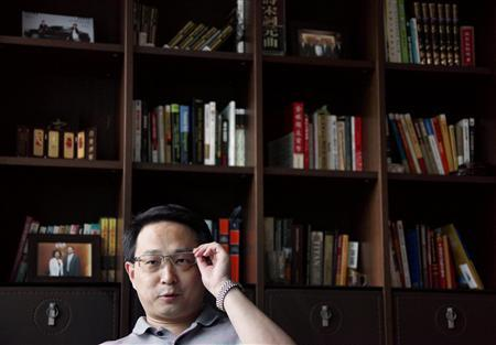 Chinese author Song Hongbing adjusts his glasses as he speaks during an interview in his office in Beijing September 21, 2009. REUTERS/David Gray