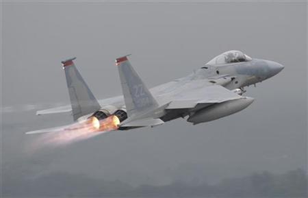 A U.S. Air Force's F-15 aircraft takes off at Kadena U.S. Air Force Base on Japan's southwestern island of Okinawa June 16, 2009 file photo. REUTERS/Yuriko Nakao