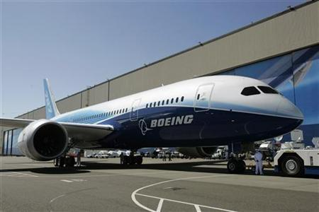 The Boeing 787 Dreamliner sits outside the Boeing assembly plant in Everett, Washington, July 8, 2007 before it's world premiere. REUTERS/Robert Sorbo