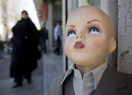 A woman walks towards a mannequin in downtown Tehran March 17, 2008. REUTERS/Morteza Nikoubazl