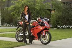 """<p>Foto de divulgação da atriz Megan Fox no filme """"Transformers: A Vingança dos Derrotados"""". O traje em couro de motociclista usado por Megan Fox, um robô de cinco metros de altura e mais de 100 outras peças e objetos do set dos filmes da franquia """"Transformers"""" irão a leilão perto de Los Angeles no próximo mês.22/09/2009.REUTERS/Dreamworks Pictures/Handout</p>"""